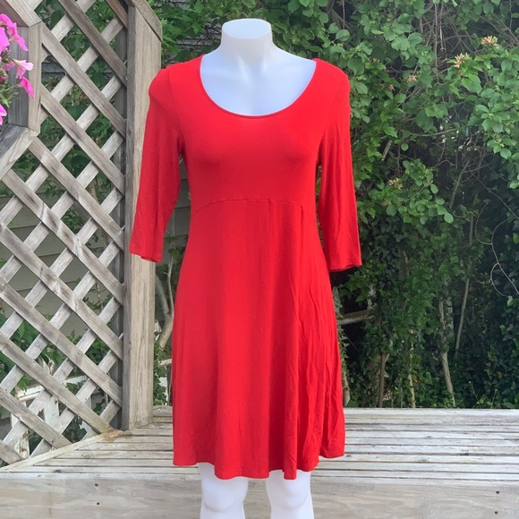 Dresses & Skirts - 3/4 sleeve vibrant red casual dress
